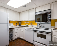 Fully furnished 1 bedroom in Dupont/kitchen